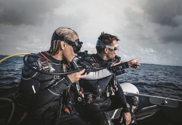 Costume de scufundari